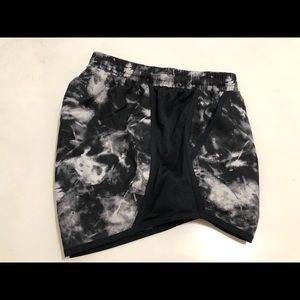 Under Armour Women's SM Fly-By Printed Shorts NWT